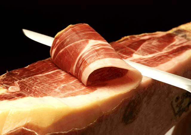 Lợn đen ăn sồi, ô liu giá 3,5 triệu/kg: Đắt khách nhà giàu Việt