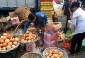 Tẩy chay hàng Tàu, ngàn tấn hoa quả TQ ai ăn hết?