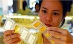 Vợ chồng có 50 triệu, nên mua vàng, mua đô hay gửi ngân hàng tiết kiệm?